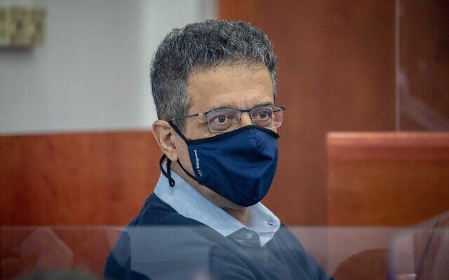 L'ancien PDG de Walla, Ilan Yeshua, au tribunal de district de Jérusalem pour le procès pour corruption du Premier ministre Benjamin Netanyahu, le 7 avril 2021. (Yonatan Sindel/Flash90)