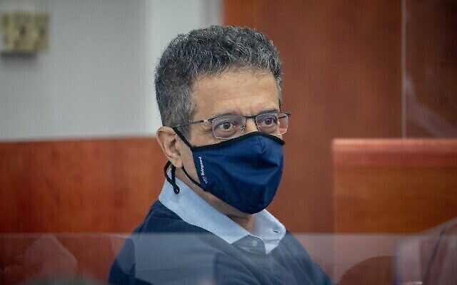 L'ancien PDG du site d'information Walla Ilan Yeshua arrive pour son témoignage dans l'affaire contre le Premier ministre Benjamin Netanyahu au tribunal de district à Jérusalem, le 7 avril 2021. (Yonatan Sindel/Flash90).