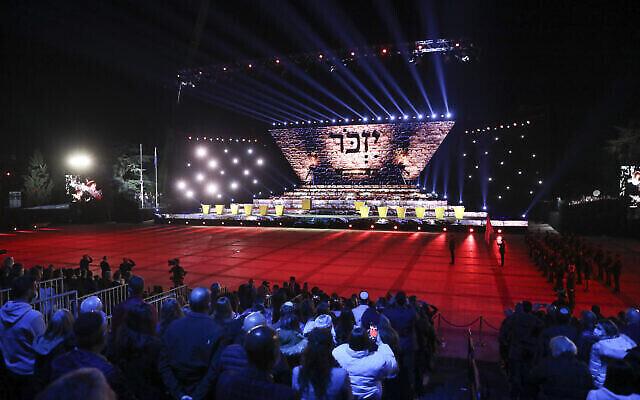 La cérémonie officielle du 73e jour de l'indépendance d'Israël se déroule au Mont Herzl à Jérusalem, le 14 avril 2021. (Crédit : Yonatan Sindel/Flash90)