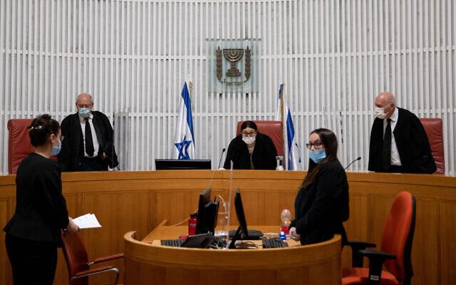 La Cour suprême se réunit lors d'une audience sur la vacance du poste de ministre de la Justice, le 27 avril 2021. (Crédit :Yonatan Sindel/Flash90)