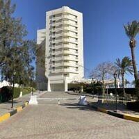 L'hôtel et Casino Taba Hilton, le 4 avril 2021. (Crédit :  Jacob Magid/Times of Israel)