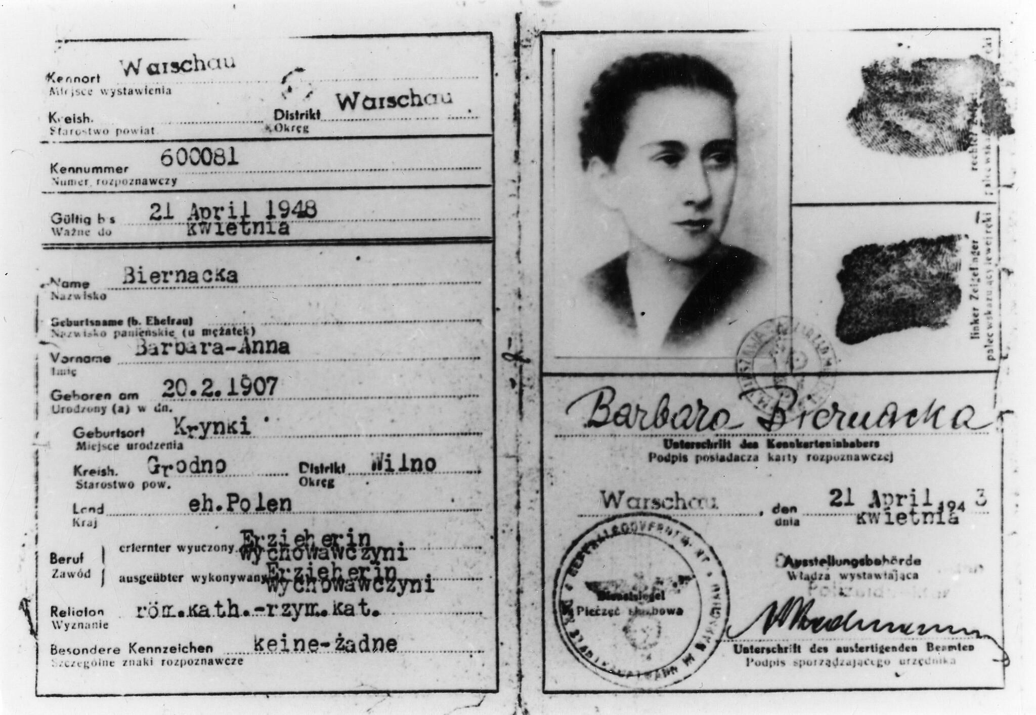 L'une des fausses cartes d'identité de Lonka Kozibrodska, en 1943. (Autorisation : Ghetto Fighters' House Museum, Photo Archive)