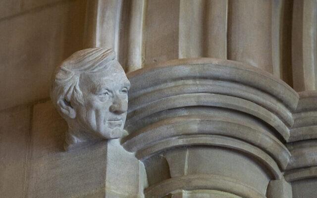 Le buste d'Elie Wiesel installé sur le porche des droits de l'homme de la cathédrale nationale de Washington, DC. (Autorisation de la National Cathedral)