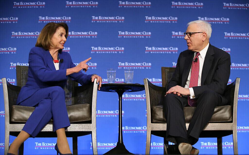 La présidente de la Chambre Nancy Pelosi à l'Economic Club de Washington avec David Rubenstein, le 8 mars 2019. (Autorisation)