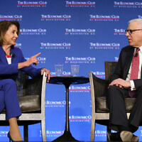 La présidente de la Chambre Nancy Pelosi à l'Economic Club de Washington avec David Rubenstein, le 8 mars 2019. (Autorisation)