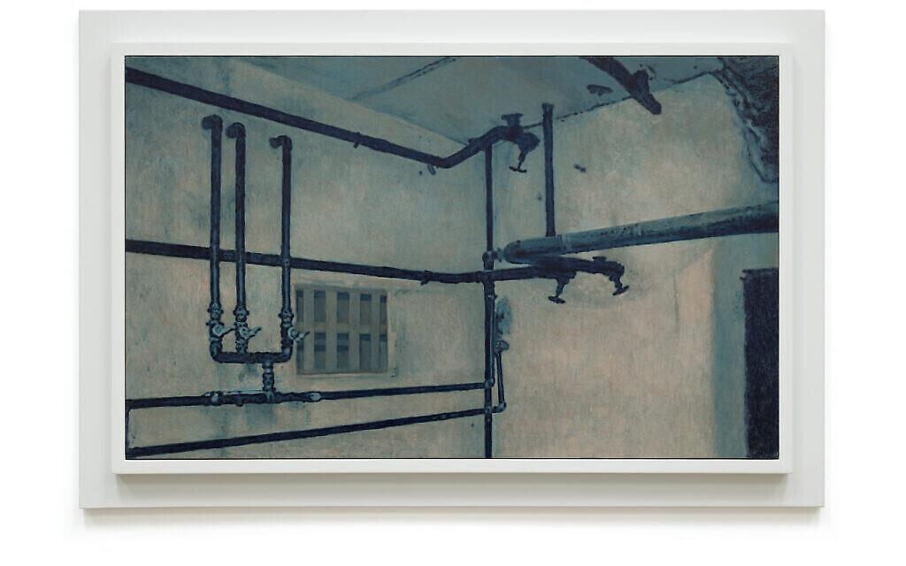 """Une scène du Struthof, tirée de """"Prussian Blue"""", la série de 50 peintures de Yishai Jusidman, exposée au Mishkan Museum of Art à Ein Harod à partir du 24 mars 2021 (Crédit : Ein Harod)."""