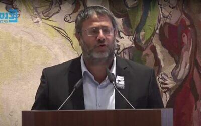 Le député du Parti du sionisme religieux Itamar Ben Gvir lors d'un événement de Yom HaShoah à la Knesset à Jérusalem, le 8 avril 2021. (Capture d'écran : YouTube)