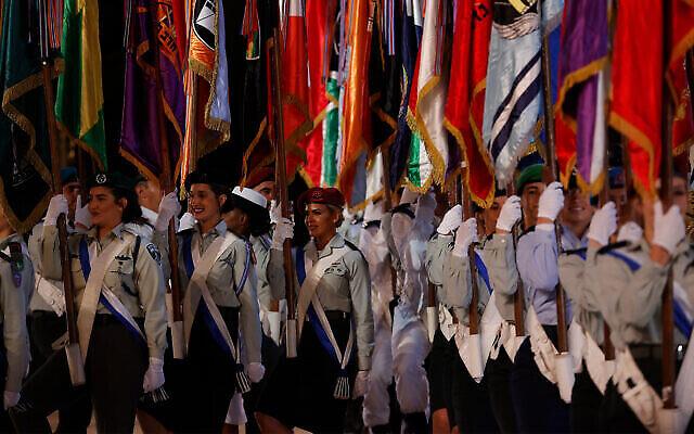 Répétition principale de la 73e cérémonie du Jour de l'Indépendance, qui se tient au Mont Herzl, à Jérusalem, le 14 avril 2021. (Crédit : Yonatan Sindel/Flash90)