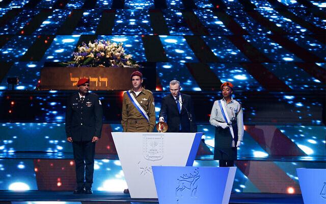 Le président de la Knesset Yariv Levin participe à la répétition principale de la 73e cérémonie du Jour de l'Indépendance, qui se tient au Mont Herzl, à Jérusalem, le 14 avril 2021. (Crédit : Yonatan Sindel/Flash90)