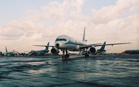 Photo d'illustration : Un Boeing El Al à l'aéroport Ben-Gurion en Israël. (Crédit : Flash90)