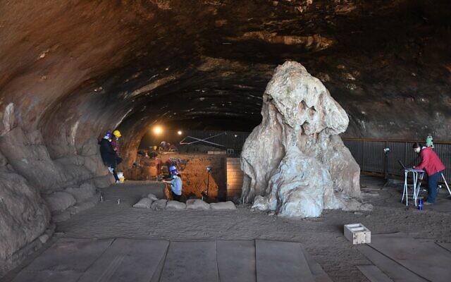 La grotte de Wonderwerk en Afrique du sud. (Crédit : Michael Chazan à l'université de Toronto)