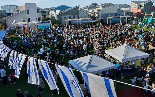 Le Centre communautaire juif de Palo Alto, en Californie, fête la Journée de l'indépendance en présence de la communauté israélienne de la Silicon Valley, le 9 mai 2019. (Crédit :  Saul Bromberger/Autorisation JCC Palo Alto)
