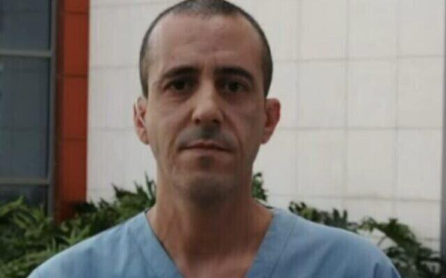 L'infirmier Maher Ibrahim du centre médical HaEmek à Afula s'exprime sur la Douzième chaîne, le 7 avril 2021. (Capture d'écran)