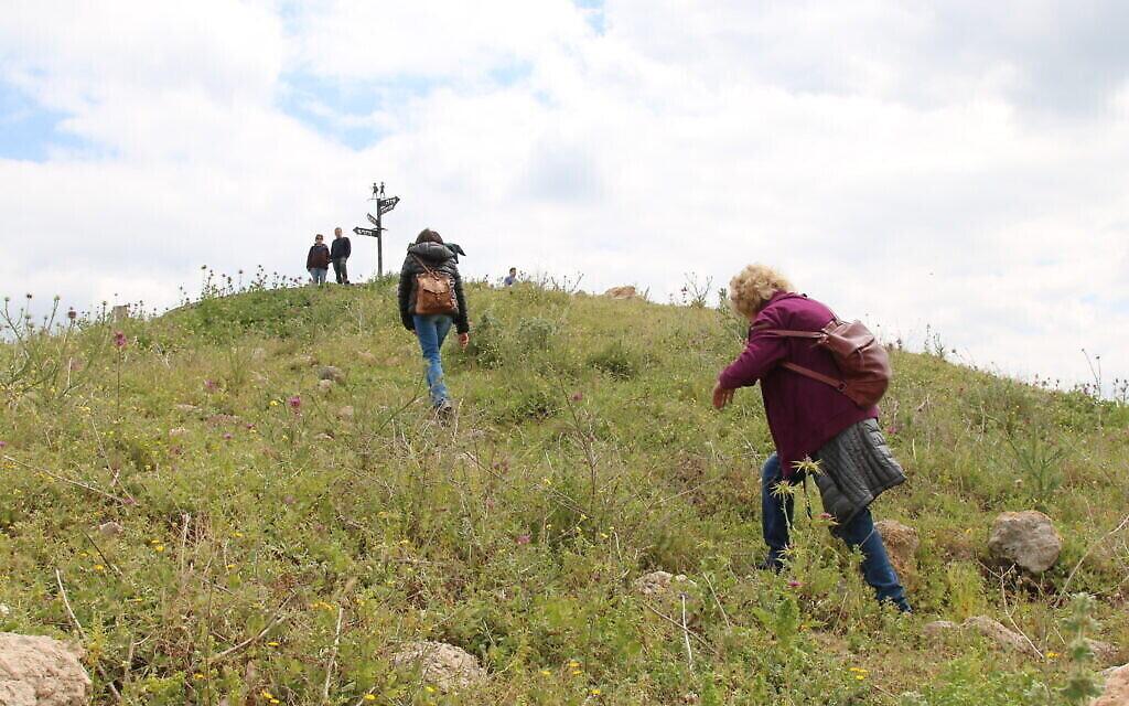 La montée rocailleuse vers Tel Tzafit. (Shmuel Bar-Am)