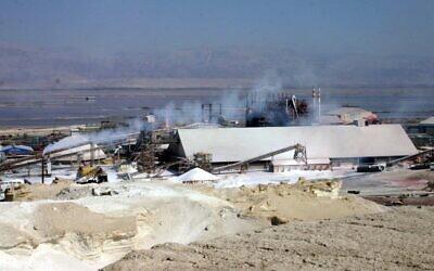 Travaux de la mer Morte vus depuis un promontoire. (Shmuel Bar-Am)