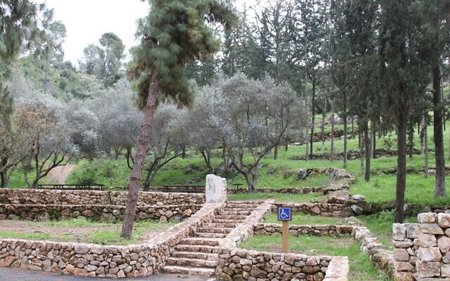 Le jardin du monument Mahal pour les volontaires étrangers de l'armée israélienne. (Crédit : Shmuel Bar-Am)