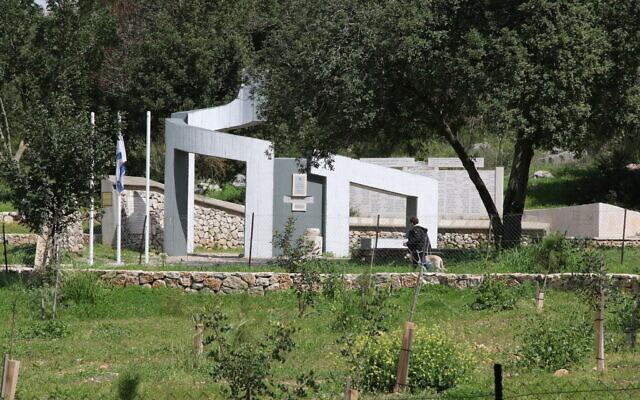 Le monument Mahal en mémoire des bénévoles étrangers de l'armée israélienne. (Crédit : Shmuel Bar-Am)