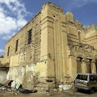 Photo de la synagogue abandonnée Dar Bishi dans la capitale libyenne de Tripoli, le 28 septembre 2011. (Joseph Eid / AFP / Getty Images via JTA)