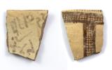 Inscription alphabétique sur un tesson de bord de White Slip II (Crédit : Antiquity Publications Ltd//J. Dye, Académie autrichienne des sciences)