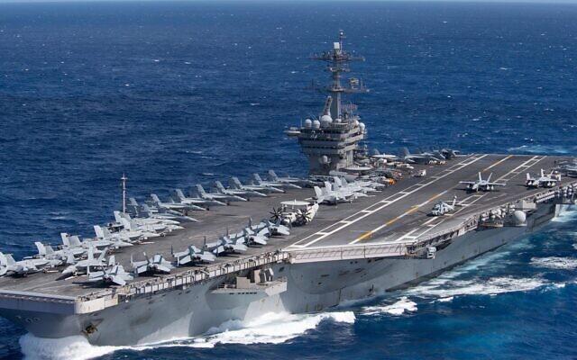 Le porte-avions USS Theodore Roosevelt traverse l'océan Pacifique, le 25 janvier 2020. (Crédit : US Navy/Kaylianna Genier)