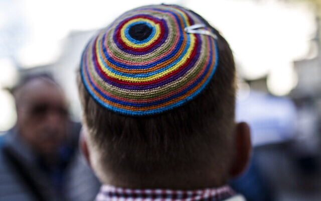 Image illustrative d'un homme portant une kippa. (Carsten Koall/Getty Images)