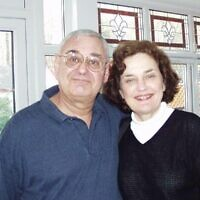 Yehuda Ben-Yishay, photographié avec sa femme Myrna, a déclaré que la mémoire, l'attention et le raisonnement pouvaient être réappris ou renforcés après une lésion cérébrale. (Crédit : Facebook/Seth Ben-Yishay via JTA)