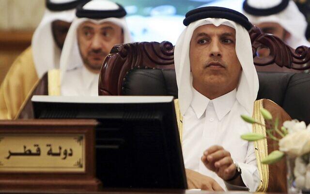 Le ministre qatari des Finances, Ali Charif al-Emadi (à droite) au comité de coopération financière et économique du CCG à Koweït, le 6 novembre 2018. (Crédit : Yasser Al-Zayyat / AFP)