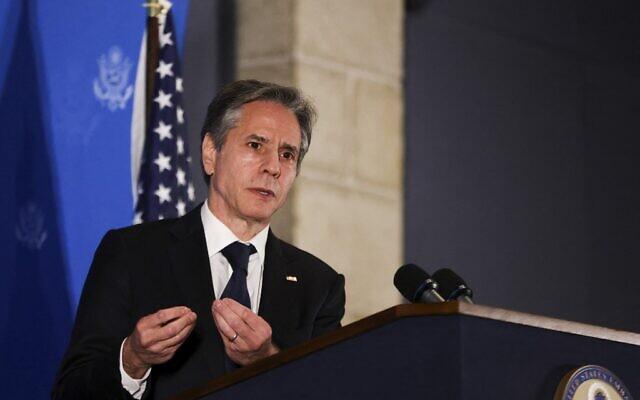 Le secrétaire d'État américain Antony Blinken s'exprime lors d'une conférence de presse à Jérusalem, le 25 mai 2021. (Crédit : Ronen ZVULUN / POOL / AFP)