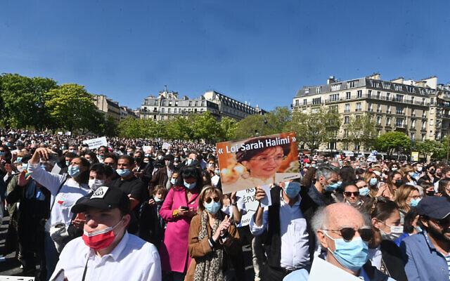 """Environ 20 000 personnes ont participé au principal rassemblement """"Justice pour Sarah Halimi"""" à Paris, le 25 avril 2021. (Cnaan Liphshiz/ JTA)"""