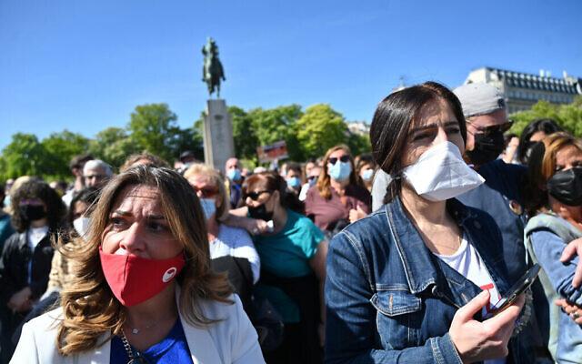 """Certains des manifestants lors du rassemblement """"Justice pour Sarah Halimi"""" à Paris, le 25 avril 2021. (Cnaan Liphshiz/ JTA)"""