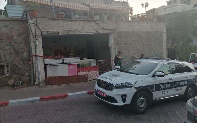 La scène d'un meurtre présumé à Eilat, le 27 mai 2021. (Crédit : Police israélienne)