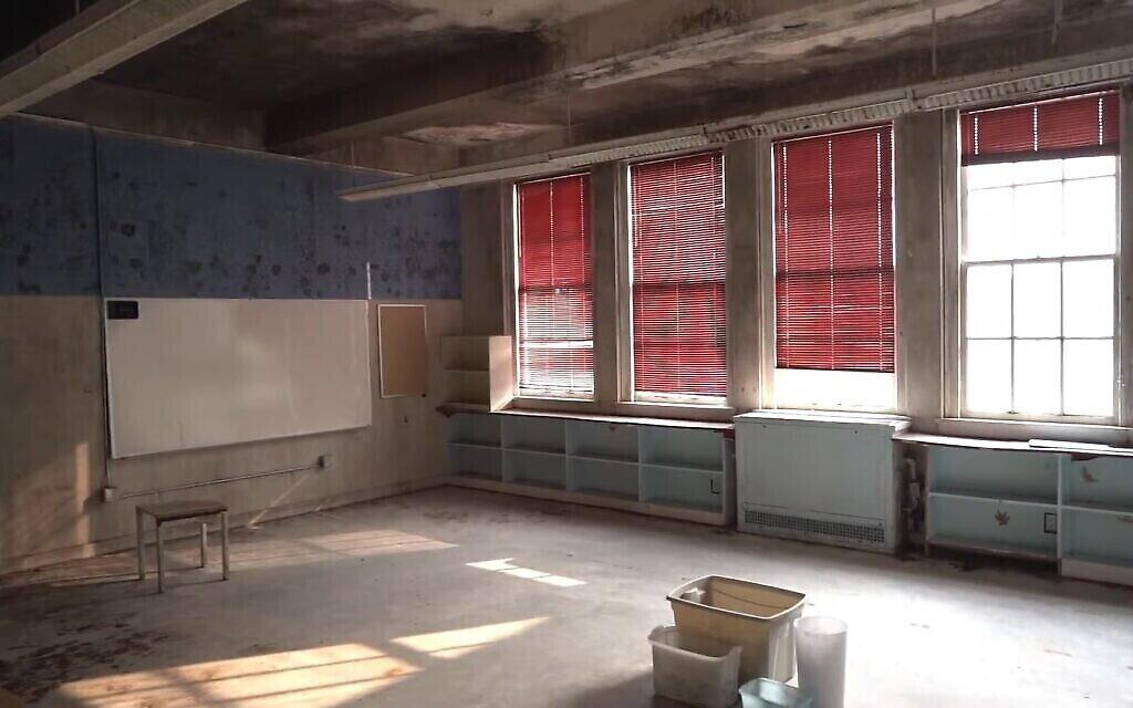 L'intérieur de l'ancien Seattle Talmud Torah, désormais la mosquée Cherry Street, est en mauvais état, et les militants cherchent à collecter des fonds pour y créer un centre communautaire interconfessionnel. (Capture d'écran / YouTube)