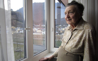 Une femme interviewée dans Final Account du réalisateur Luke Holland. (Autorisation :   of Focus Features LLC/ via JTA)
