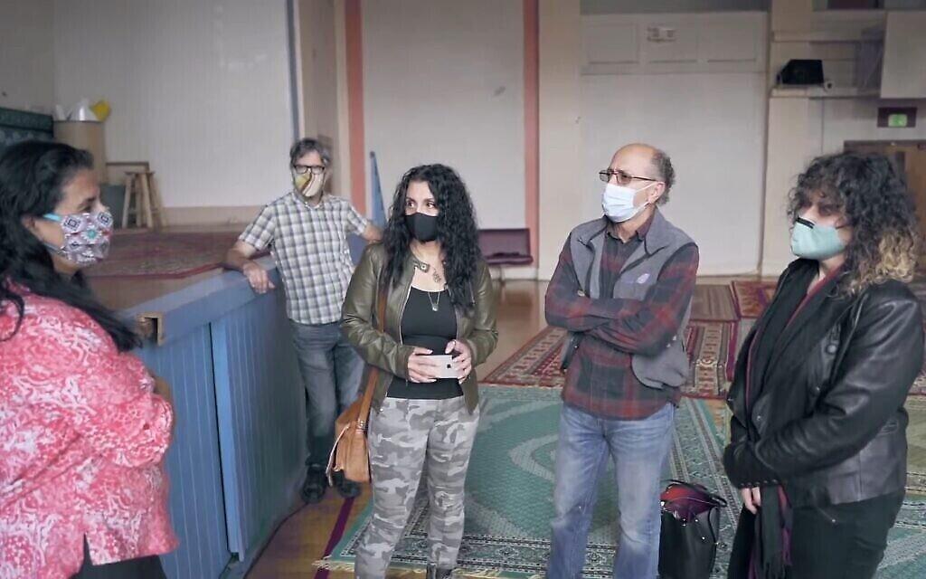 Membres de l'équipe qui souhaite rénover l'ancien bâtiment du Seattle Talmud-Torah, désormais la mosquée Cherry Street. (Youtube / Capture d'écran)