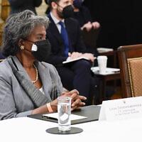 L'ambassadrice américaine auprès des Nations Unies, Linda Thomas-Greenfield, assiste à une réunion du Cabinet avec le président Joe Biden dans la salle Est de la Maison Blanche le 1er avril 2021 à Washington. (Crédit : AP / Evan Vucci)