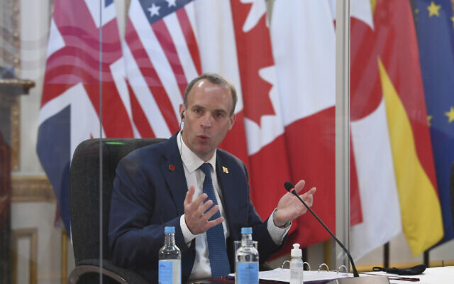 Le ministre britannique des Affaires étrangères, Dominic Raab à la réunion des ministres des Affaires étrangères et du Développement du G7, à Londres, le 4 mai 2021. (Crédit : Stefan Rousseau/Pool via AP)