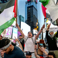 Les partisans de la marche palestinienne à New York, le 20 mai 2021. (Crédit : AP Photo/Craig Ruttle)