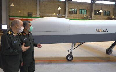 """Sur cette photo publiée le 21 mai 2021 par Sepahnews, le site Internet des Gardiens de la révolution iranienne, un nouveau drone de combat baptisé """"Gaza"""" est exposé dans un lieu non divulgué en Iran. (Crédit : Sepahnews via AP)"""