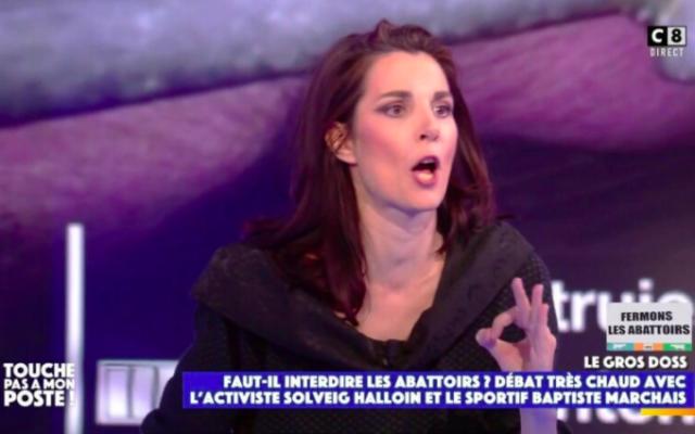 Solveig Halloin, activiste pour la protection animale, dans l'émission «Touche pas à mon poste» sur C8, le 6 mai 2021. (Capture d'écran TPMP / C8)