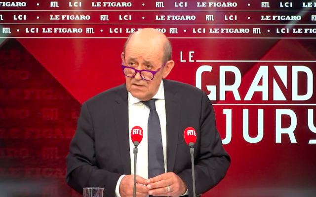 Le ministre français des Affaires étrangères Jean-Yves Le Drian lors d'un débat du Grand Jury RTL/Le Figaro/LCI, le 23 mai 2021. (Crédit : capture d'écran)