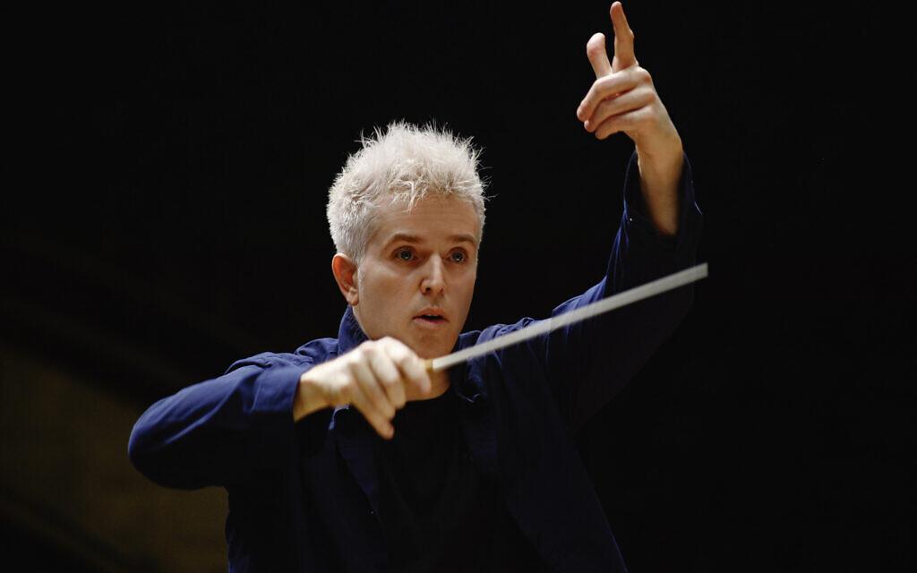 """Le chef d'orchestre Dan Ettinger répète actuellement """"La Chauve-Souris"""" dont la première représentation a eu lieu le 30 avril 2021 et qui est à découvrir jusqu'au 9 mai. (Autorisation : Dan Ettinger)"""