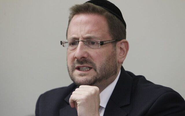 Dov Lipman, député de Yesh Atid à l'époque, lors d'une réunion de son parti à la Knesset, le 6 janvier 2014. (Crédit :  Miriam Alster/Flash90)