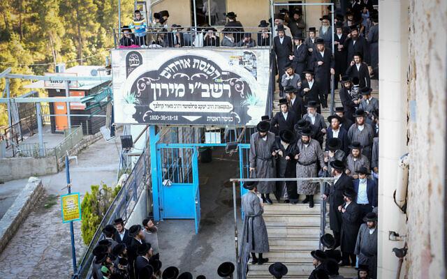 Le chef de la dynastie juive ultra-orthodoxe hassidique de Toldot Avraham se rend à Meron, dans le nord d'Israël, le 25 mai 2020. (David Cohen/FLASH90)