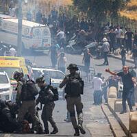 Affrontements entre policiers et manifestants arabes à Jérusalem pendant le Ramadan, le 9 mai 2021. (Crédit : Olivier Fitoussi/Flash90)
