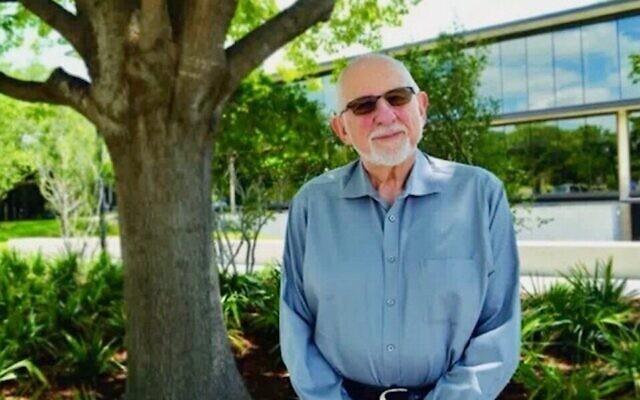 Le rabbin Sheldon Zimmerman, dans une vidéo du Temple Emanu-El à Dallas, où il était rabbin principal de 1985 à 1996. (Capture d'écran : Vimeo via JTA)