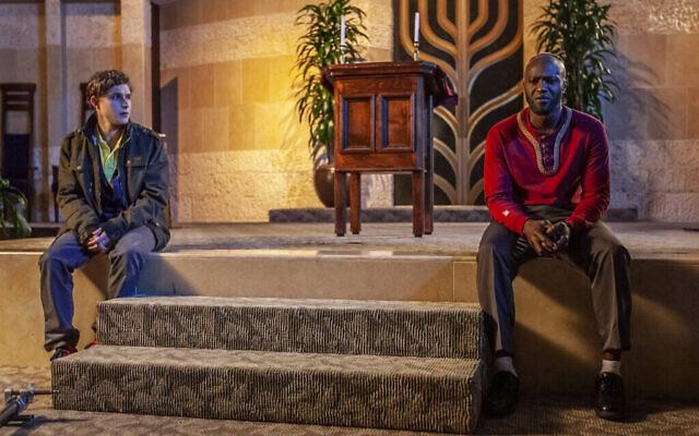 """De gauche à droite : John Berchtold dans le rôle d'Isaac et Sammi Rotibi dans celui de Nate dans """"The Forbidden Wish"""". (Underdog Overkill Productions)"""