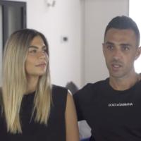 Eran Zahavi et sa felle dans leur maison d'Amsterdam, dans une vidéo postée le 9 mai 2021. (Capture d'écran : Douzième chaîne)