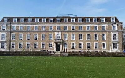 Le siège du conseil de comté du Cambridgeshire. (Crédit : JTA)