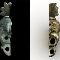 Une lampe à huile en bronze découverte à Budapest en 2012 (à droite) qui correspond à celle trouvée dans la Cité de David à Jérusalem en mai 2021 (à gauche). (Ágnes Bakos/Bence Tihanyi ; Koby Harati/Cité de David)
