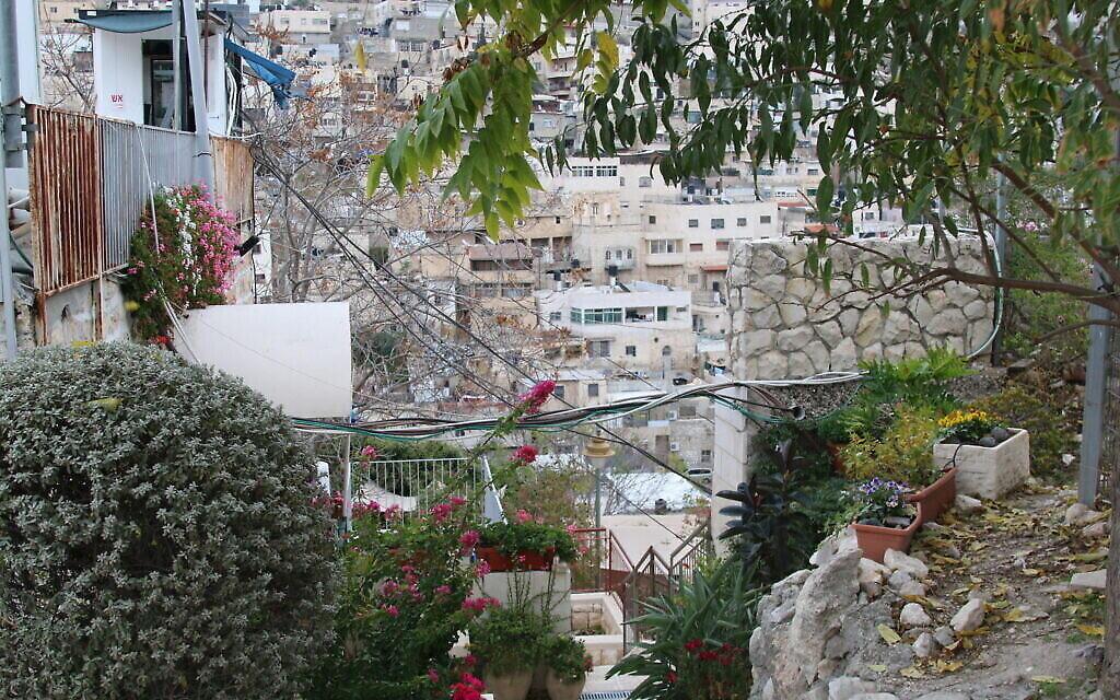 Une vue de Silwan depuis la maison   Meyuhas dans la Cité de David. (Crédit : Shmuel Bar-Am)